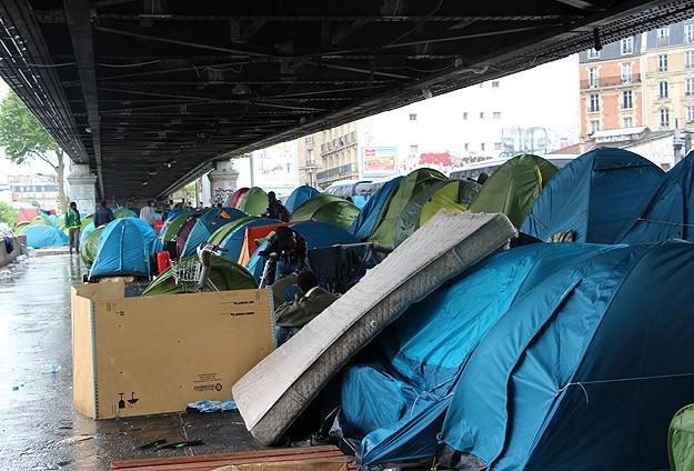 Fransa'da Göçmenler Sokakta Kalıyor