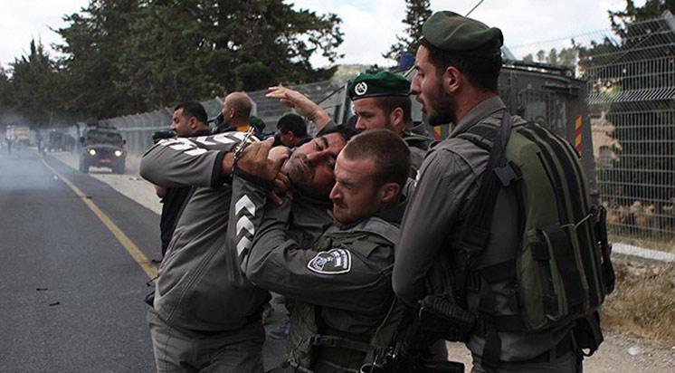 Siyonist İsrail Batı Şeria'da 8 Filistinliyi Tutukladı