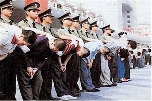 Çin Polisi 17 Uyguru Şehid Etti