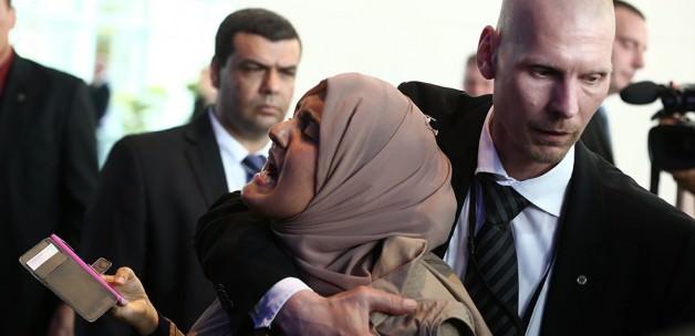 Sisi o Gazeteciyi Affetmedi!