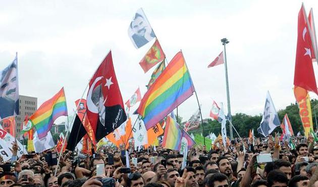 HDP mitinginde Dikkat Çeken Görüntüler