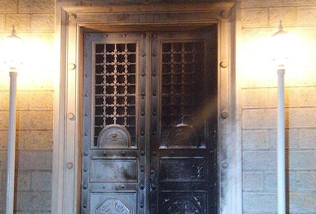 Kadıköy'de Kilise Kapısı Ateşe Verildi