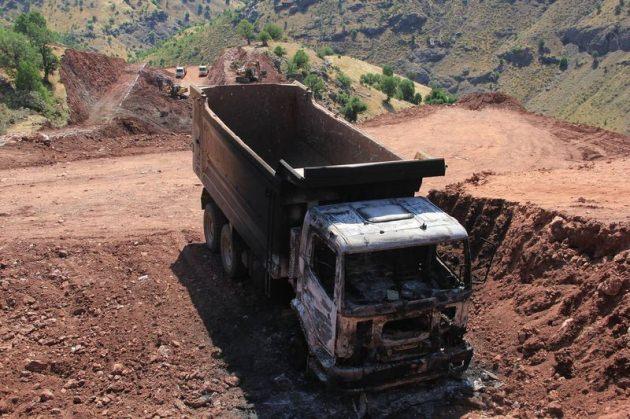 PKK, 5 iş Makinesini Yaktı