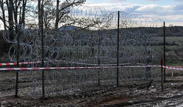 Bulgaristan SınıraÇektiğiTel Örgüyü Uzatıyor