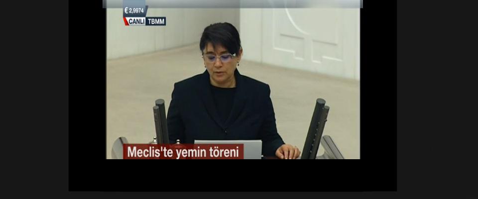Zana Bu Kez Yeminini Türkçe Okudu