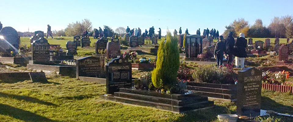 Müslüman Mezarlığı Kundaklandı