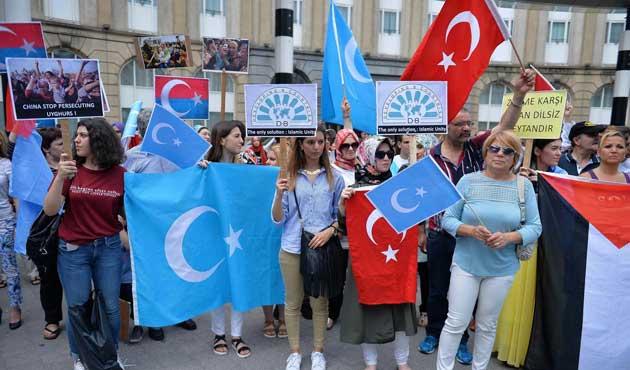 Çin'in Uygurlara Baskısı Brüksel'de Protesto Edildi