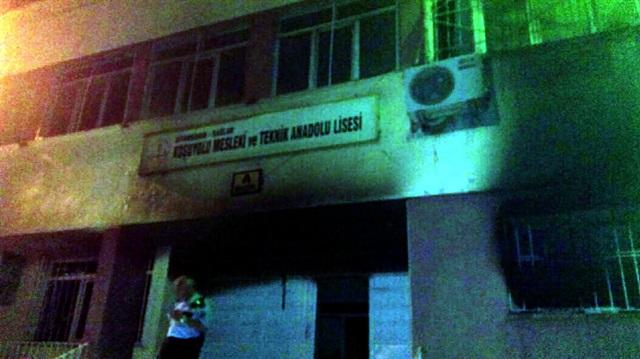 Diyarbakır'da Okul'a Bombalı Saldırı