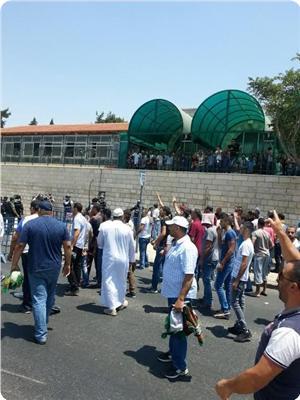 Siyonist Gaspçı, Namaz Kılmakta Olan Filistinliyi Aracıyla Ezdi