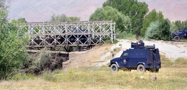 Tunceli'de Polise Saldırı; Köprü Yıkıldı