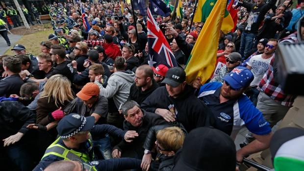 Avustralya'da Cami Protestosu Yapıldı