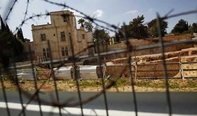 """İsrail """"Tatbikat"""" için Filistinlilerin  Evlerini Boşalttı"""