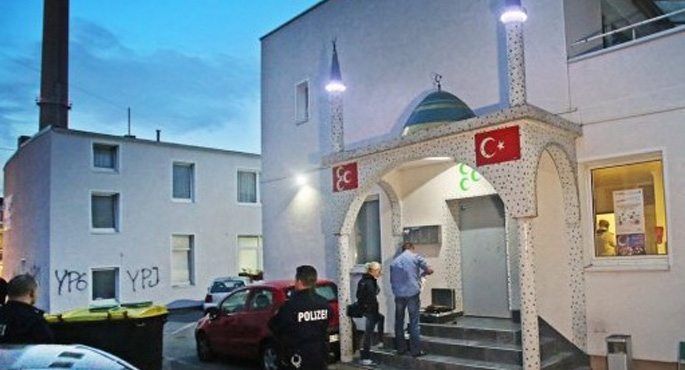 Almanya'da PKK'lılar Camiye Saldırdı