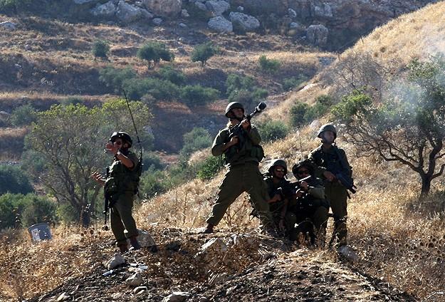 İşgal Güçler Filistinli İki Genci Şehit Etti