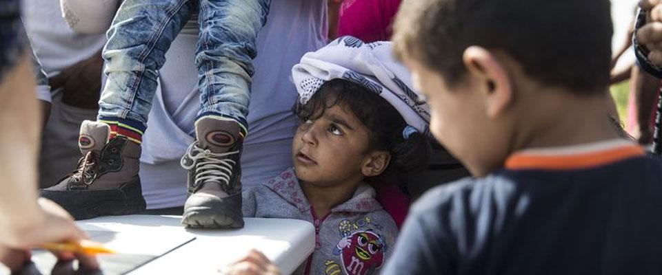 'Macar Polisi Mülteci Çocuğu Kör Etti'
