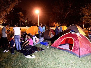 Mülteciler Geceyi Er Meydanı'nda Geçirdi