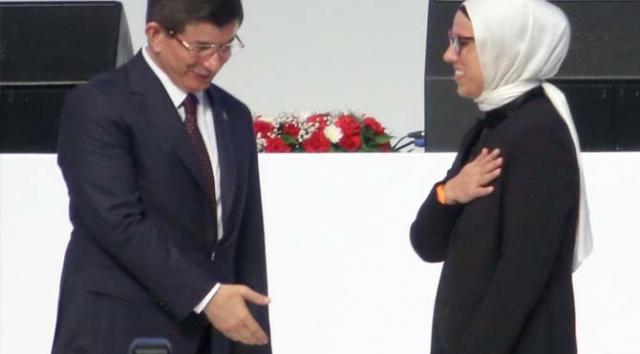 AK Partili Vekil, Davutoğlu'nun Elini Sıkmadı