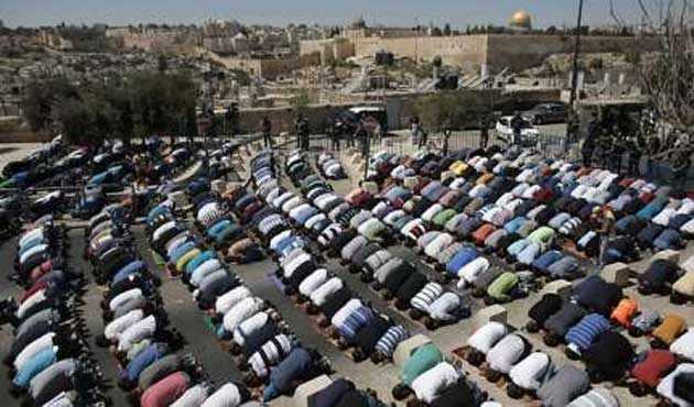 200 kişi Cuma Namazı için Gazze'den Aksa'ya Gitti