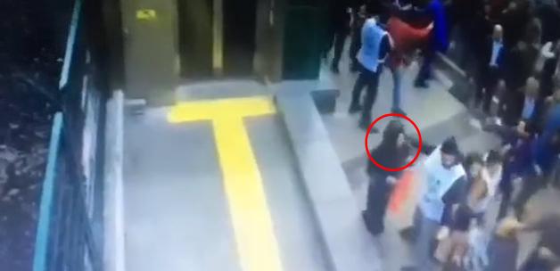Kadıköy'de Başörtülü Kadına Saldırı-VİDEO