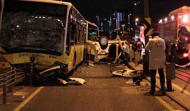 Metrobüs yolunda kaza; 5 ölü
