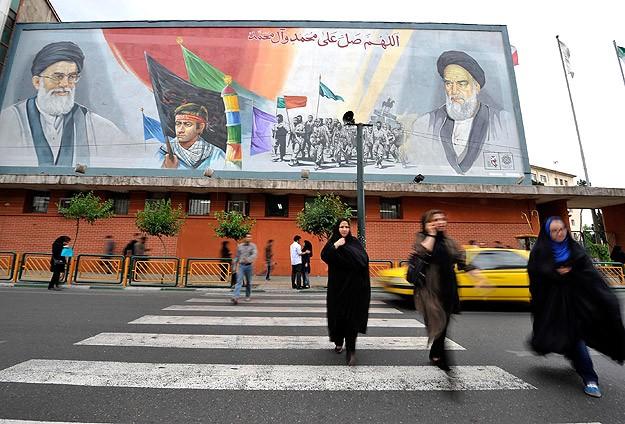 İran, Kendi Donanmasını Vurduğu İddialarını Yalanladı