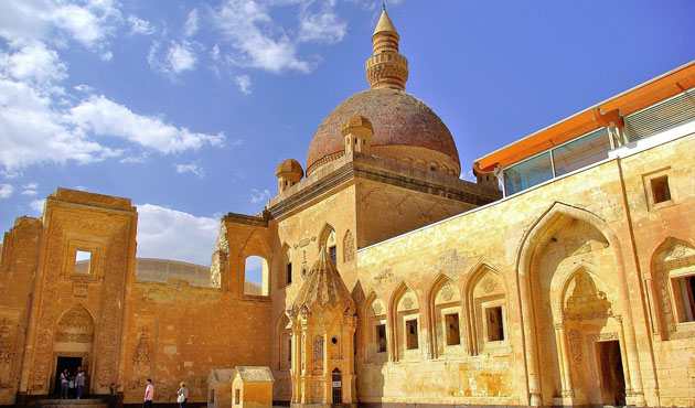İshak Paşa Camii 100 sonra ibadete açıldı