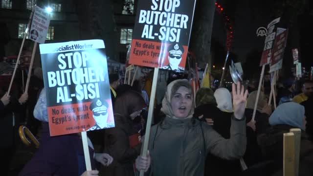 Darbeci Sisi Londra'da Protesto Edildi