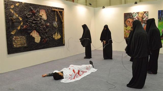 İstanbul Sanat Fuarı'nda Çarşafa Hakaret