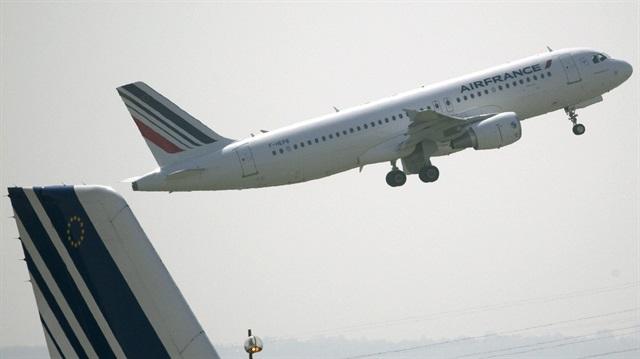 İki Fransız Yolcu  Uçağında Bomba İhbarı