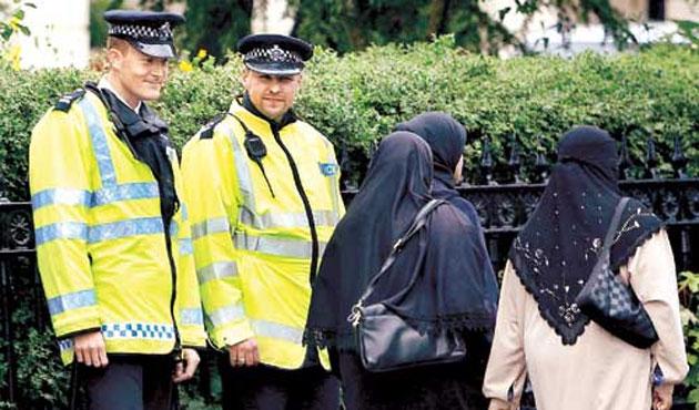 İngiltere'de Müslüman Kadınların İstihdam Şansı Yok