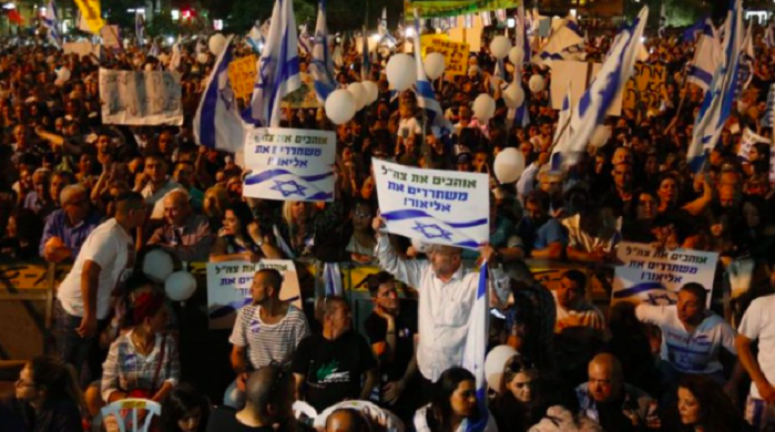 Katil İsrail Askerine Destek Eyleminde Korkunç Pankart: Hepsini Öldür!
