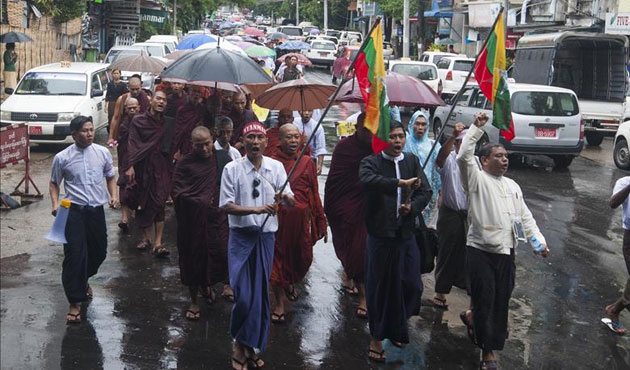 Myanmar  Budist Çetelerden Ordu Kurmuş