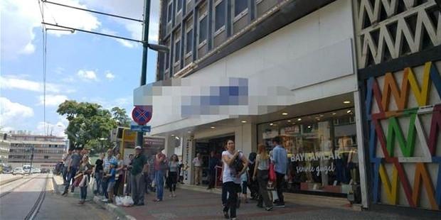 """Mağazada """"Bomba var"""" diye bağırdı, müşteriler para ödemeden kaçtı"""