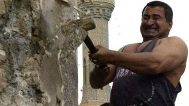 Saddam'ın Heykelini Yıkan Iraklı Pişman