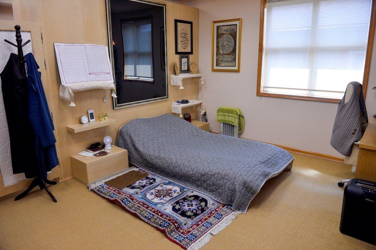 Gülen'in Odasındaki Kağıt İmha Makinesi