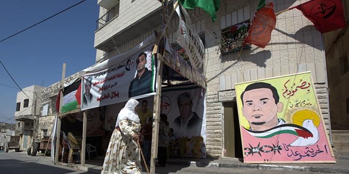 Filistinli Mahkum Siyonistlere Diz Çöktürdü