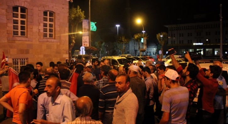 Konya'da Elektrikler Kesildi Vatandaşlar Valiliğe Koştu