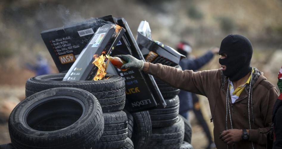 İntifadanın İkinci Yılının İlk Haftasında 4 Siyonist Yaralandı