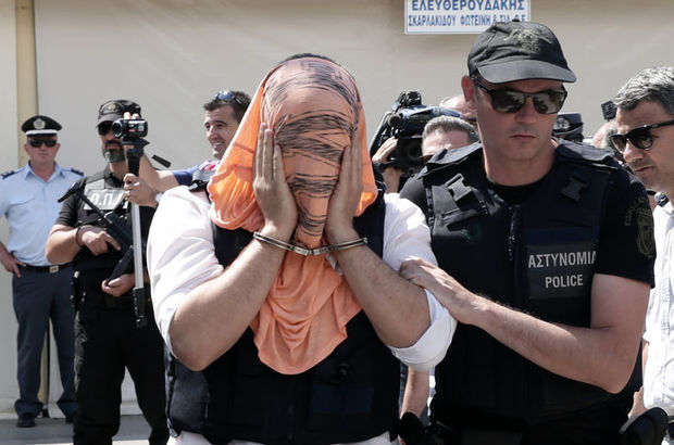 Yunanistan'dan  Darbeci Firarilere Şok