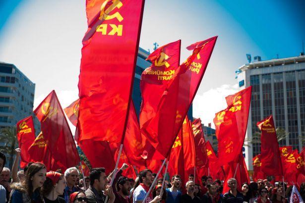Komünistler Birbirine Girdi