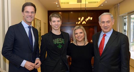 Netanyahu Kelliğe Neden Oluyor