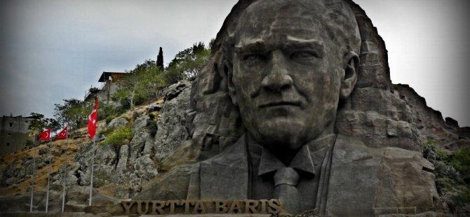 """""""Atatürk Toprak Altından Türkiye'yi Yönetiyor"""""""