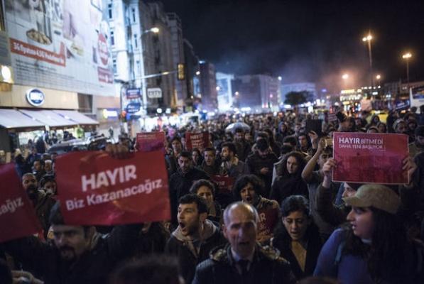 """""""Hayat tarzına müdahale edilen gençler, soluğu Kadıköy'de alıyor' muş!"""""""