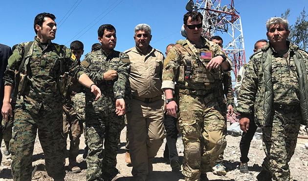 Amerikalı Komutan Vurulan Kampları Ziyaret Etti