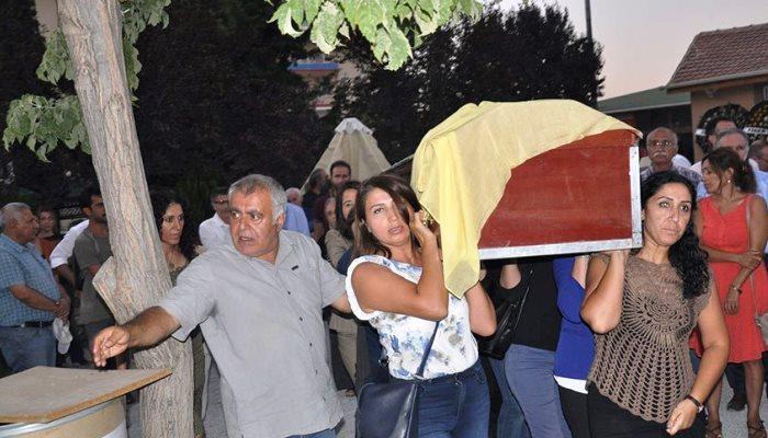 HDP'li Aysel Tuğluk'uk Annesinin Cenazesine Saldırı