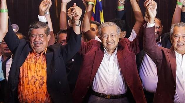 Malezya Seçimlerinde Mahatir Zaferini İlan Etti