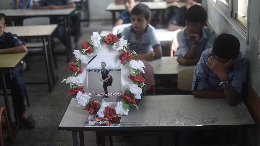 Gazze 12 Yaşındaki Küçük Şehidine Ağlıyor