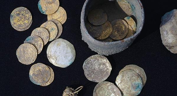 Filistin'de 900 yıl öncesine ait altın sikkeler bulundu