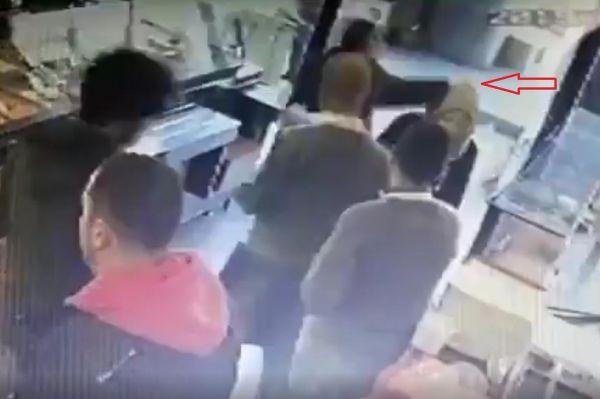 Ankara'da Başörtülü Kadına Saldırı (Video)