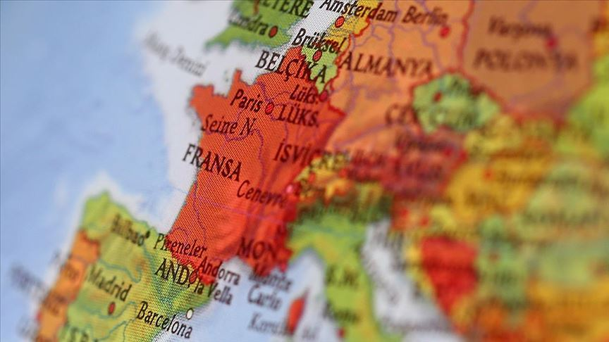 Fransa'da  Cami'ye Irkçı Saldırı